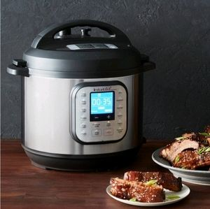 Instant Pot Duo Nova 6 quart 7-in-1 One Touch NEW